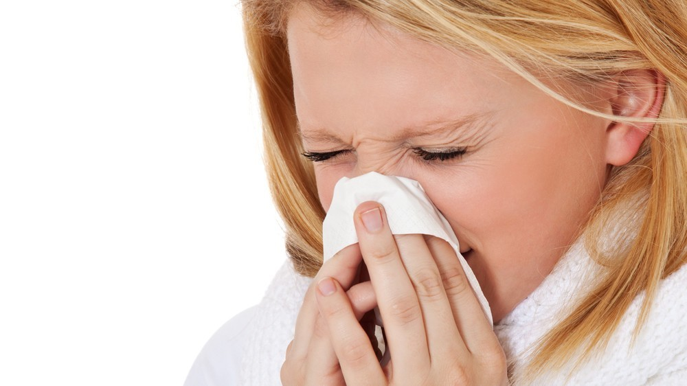woman-sneezing-hayfever-balance-complementary-medicine